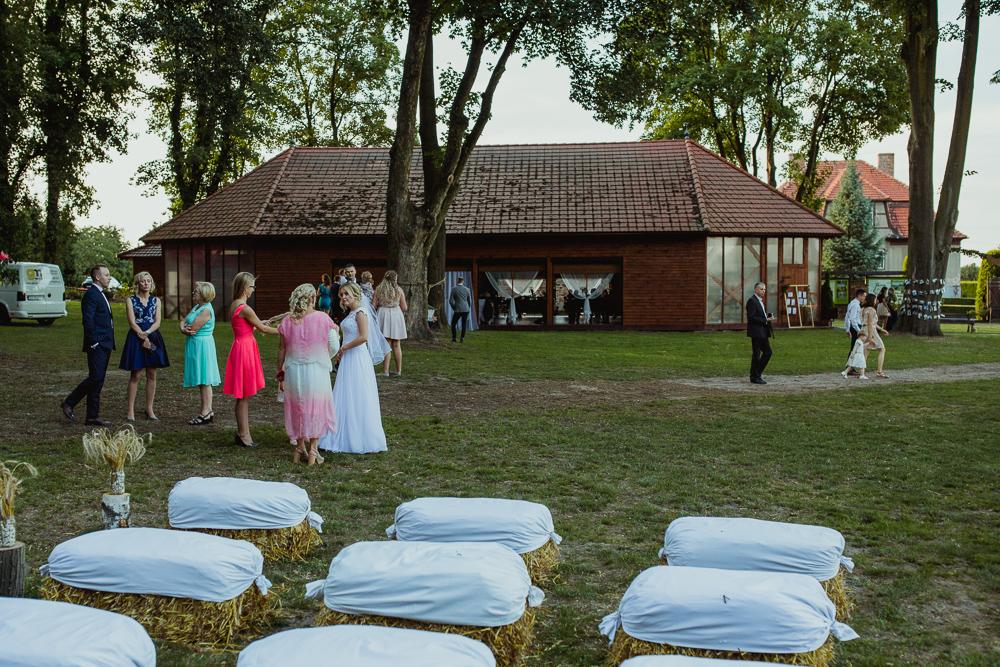 rustykalne wesele w stodole dolnyśląsk wrocław fot. Krystian Papuga