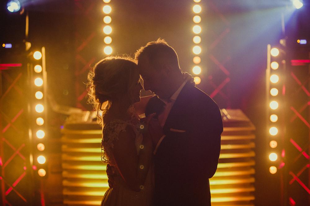 wesele w stodole - rustykalny ślub wrocław dolnyśląsk fot Krystian Papuga