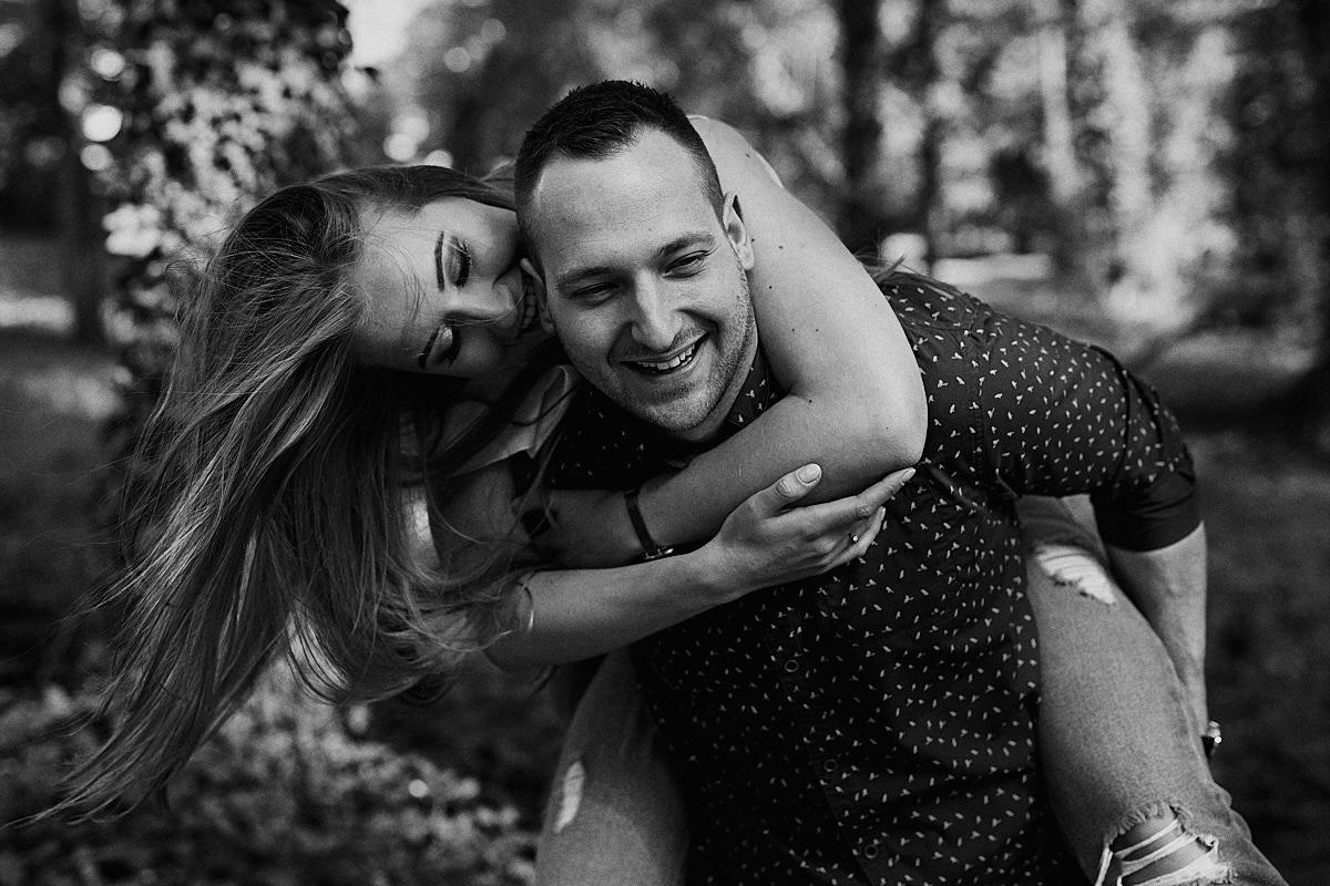 sesja narzeczeńska w parku fotograf ślubny wrocław