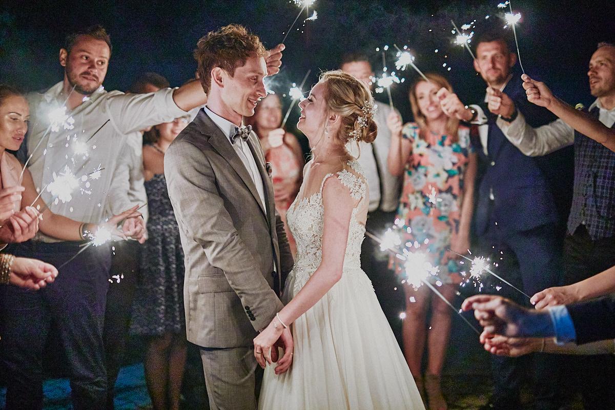 Fotografia ślubna Głogów zimne ognie podczas wesela