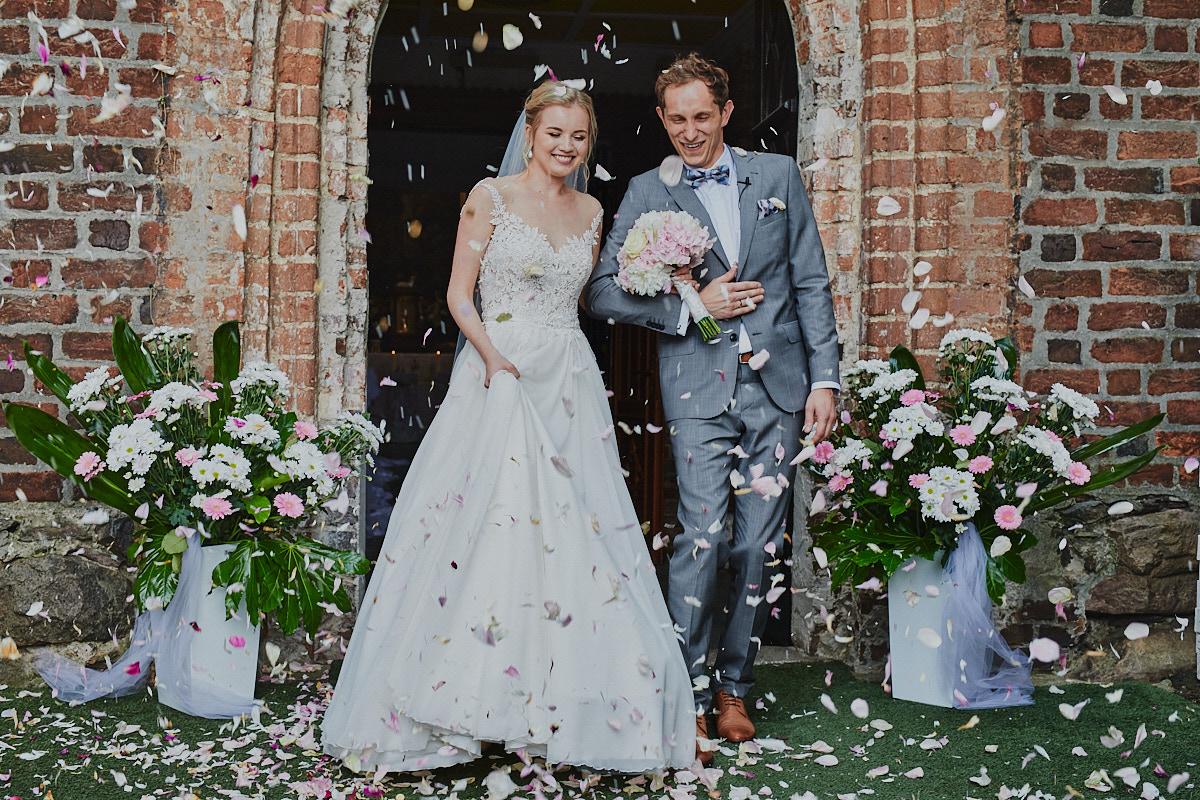 Fotografia ślubna Głogów wyjście z kościoła