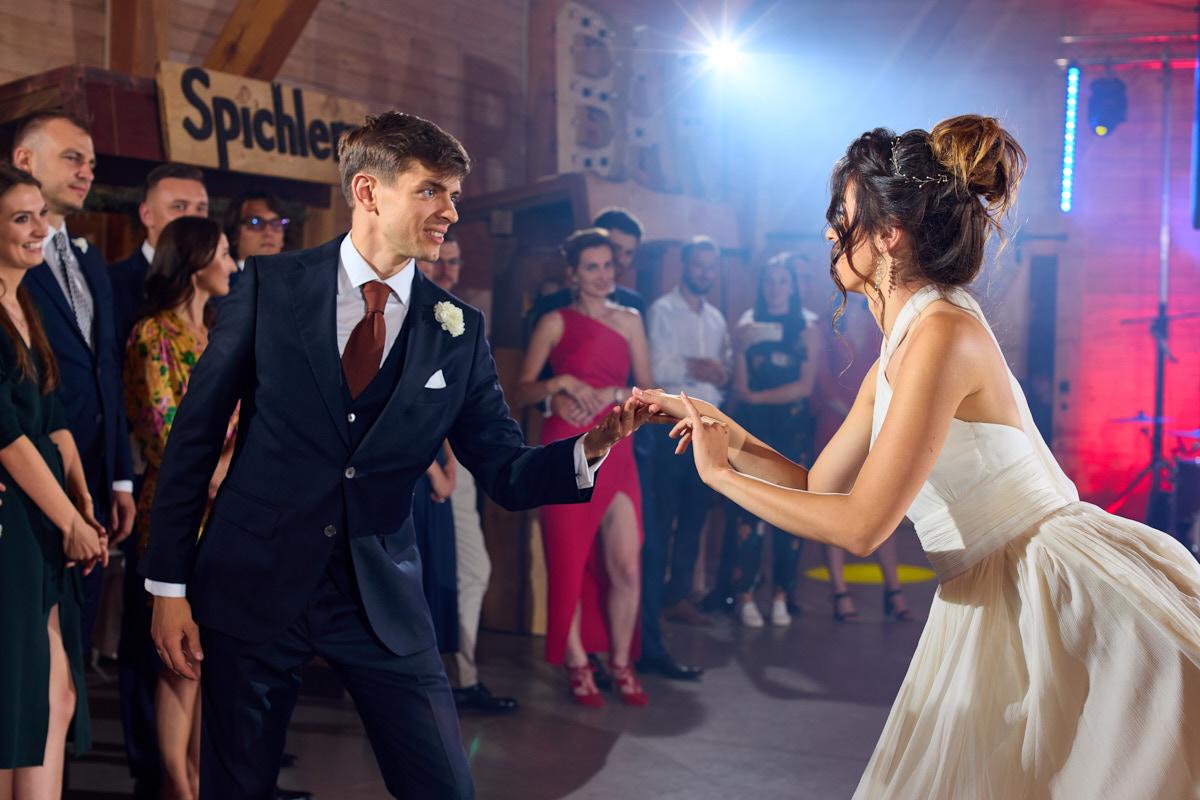 spichlerz wąsowo pierwszy taniec wesele Poznań Wielkopolska fot Krystian Papuga